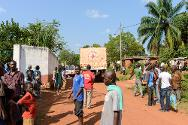 The ICRC distributed food aid to more than 5,000 people at the Saint Jean de Galabadja parish in Bangui.