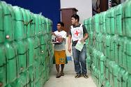 Zamboanga. ICRC staff check jerrycans that will be used to collect and distribute water.