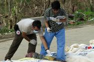 Forensic experts Andres Patino (ICRC) and Raquel Fortun (University of the Philippines) work to ensure proper management and identification of the bodies of Typhoon Haiyan victims.