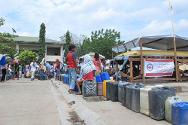 Residents queue to get their ration of clean drinking water from the bladder deployed by the ICRC and the Philippine Red Cross. The bladder has a capacity of 10,000 litres and is refilled around three times a day.