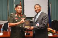Vice-Chancellor Major-General Milinda Peiris (left) presents a token of appreciation to Lloyd Gillett of the ICRC.