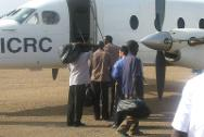 Kadugli, South Kordofan. South Sudanese prisoners of war board an ICRC plane following their release by the Sudanese authorities.
