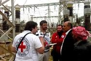 Discussion between ICRC, SARC and local water board engineers at Al-Khafsa water treatment plant.
