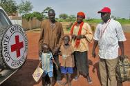 A Malian farmer has just been reunited with his wife and three children, thanks to the ICRC and the Malian Red Cross. The conflict in northern Mali had separated them over five months previously.