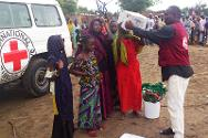 The ICRC distributes emergency aid, assisted by the Nigeria Red Cross Society.