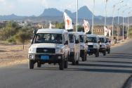 An ICRC convoy sets off from Saada to Dammaj, to evacuate people injured in fighting there.