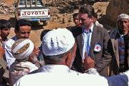 ICRC operations director Pierre Krähenbühl discusses humanitarian issues with the local community.