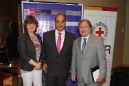 Silvana Mutti, head of the ICRC delegation in Lima, with José Luis Pérez Guadalupe, head of the INPE (Instituto Nacional Penitenciario, National Prisons Institute), and Walter Albán, minister of the interior.