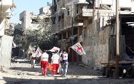 An ICRC team moves through Shujaia, Gaza, on their way to rescue people.