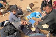 Bustana collection point. Syrian refugees eating hot meals that are distributed daily by the ICRC in partnership with a local association.
