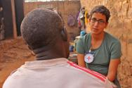 An inmate talks to an ICRC delegate.