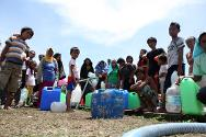 ICRC works to improve access to safe drinking water and sanitation for displaced people.