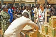 An ICRC delegate talks to displaced persons. Over 4,500 people have taken refuge here.