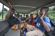 Ivorian refugee Yehi and her six children in an ICRC Land Cruiser on their way back to Côte d'Ivoire.
