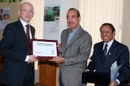 Mr Yves Daccord with Mr Gulam Nabi Azad, Minister of Health and Family Welfare and