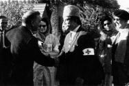 The ICRC-organized meeting between Syed Wajid Ali Shah (right in cap), Chairman of the Red Cross in Pakistan and Colonel P. Bhatia, Assistant Secretary of the Indian Red Cross Society. Indo-Pak border, 1965