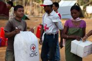 The Indian Red Cross Society and ICRC distribute relief material among the displaced people in the state of Assam-Meghalaya in 2011