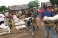 Côte d'Ivoire. The ICRC and the Red Cross Society of Côte d'Ivoire distribute seed in the Moyen-Cavally region.