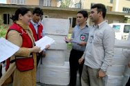 Srinagar, India. The ICRC hands over medicines to the Jammu and Kashmir State Branch of the Indian Red Cross Society for distribution to the city's hospitals.