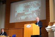 Geoff Loane, jefe de misión del CICR en Gran Bretaña, inauguró la conferencia con una película de Andre Liohn en la que se muestran los peligros que afronta la atención de salud en Libia.
