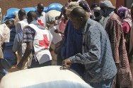 Gao, norte de Malí. La Cruz Roja Maliense distribuye alimentos.