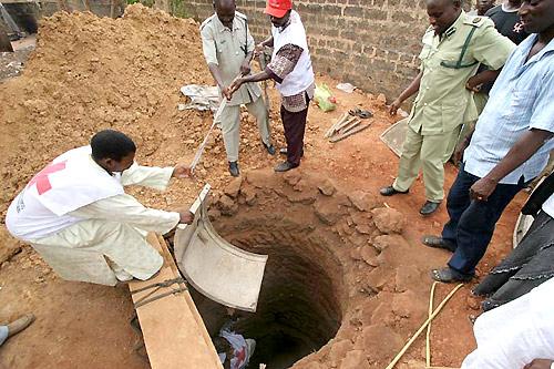 Assurer l acc s l eau et des installations sanitaires for Construction d un puit