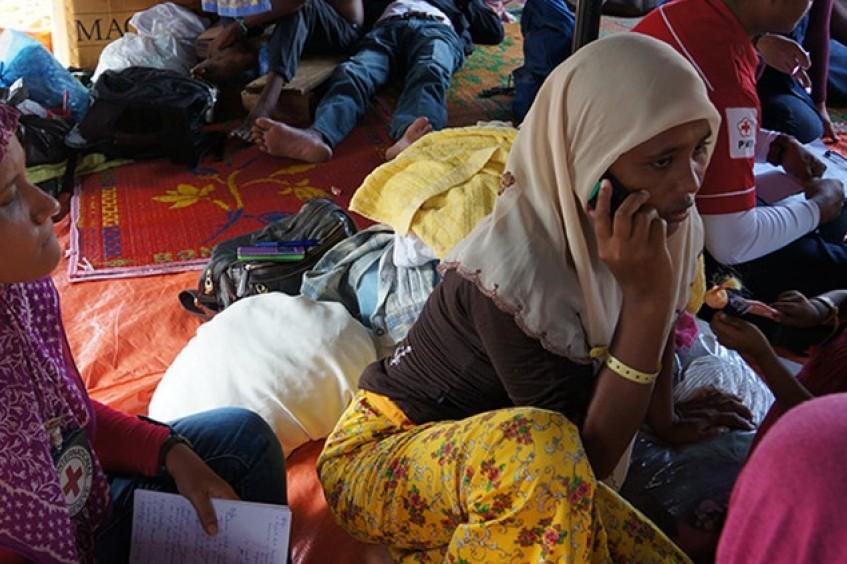 Indonesia: llamadas telefónicas que ayudan a restablecer el contacto entre familiares