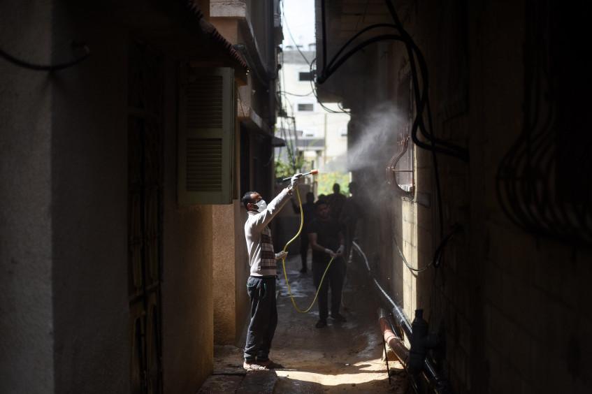 巴勒斯坦社交媒体达人和国际红十字与红新月运动一道抗击新冠肺炎错误信息的传播