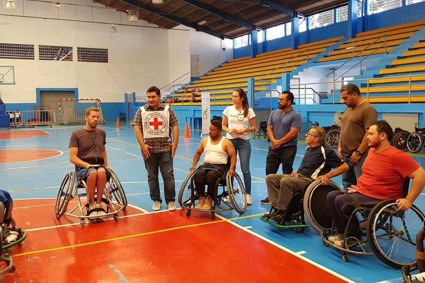 Guatemala: jugadores de baloncesto en silla de ruedas mejoran sus habilidades en una semana de campamento