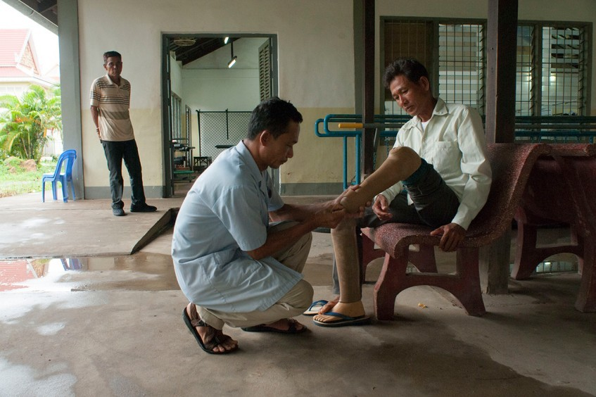 柬埔寨:雷区变稻田