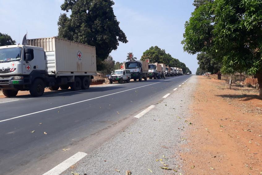 中非共和国:红十字派出第一支人道车队 援助成千上万流离失所的民众