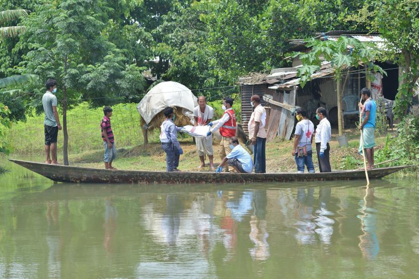 印度:在新冠肺炎疫情期间为受洪灾影响的社区提供支持