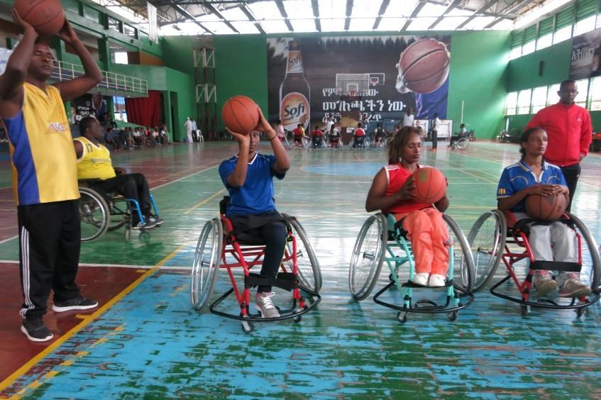 Una asistencia vital para el baloncesto en silla de ruedas de Etiopía