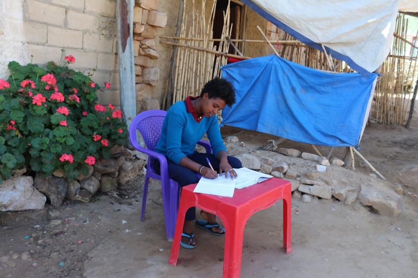 Ethiopia: ICRC covers school expenses for underage ex-combatants