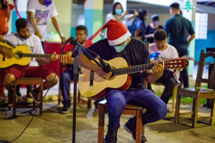 Brasil: Neste Natal, música traz esperança para abrigo