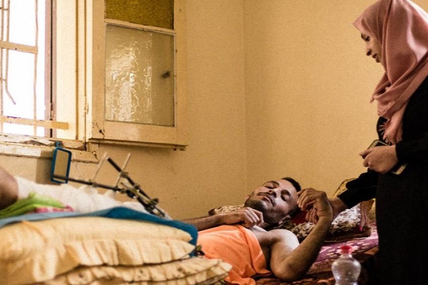 A casa como um hospital: famílias de Gaza têm dificuldades para cuidar dos feridos