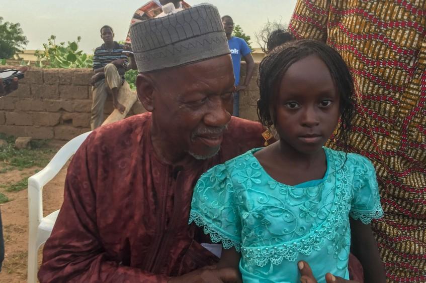 Des retrouvailles émouvantes ! Après 5 ans de séparation, la jeune Mariam retrouve sa famille