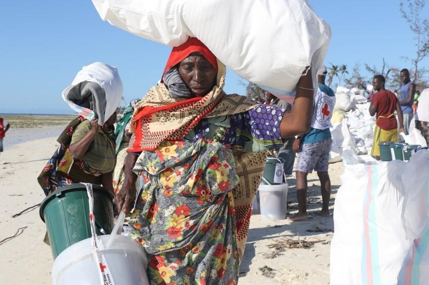 """莫桑比克:为受强热带气旋""""肯尼斯""""影响的岛民提供援助"""