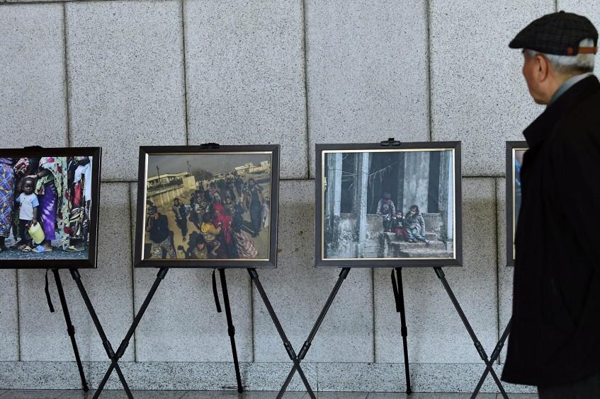 """韩国:受冲突影响民众的""""破碎""""生活图片展"""