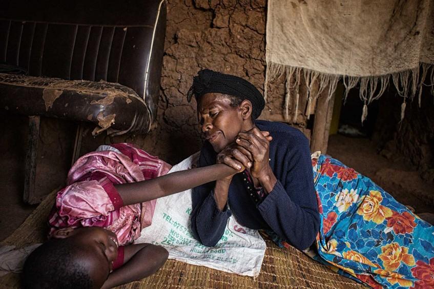 «Я вижу, что их любят»: фотожурналист снова встретилась с двумя сиротами из Руанды
