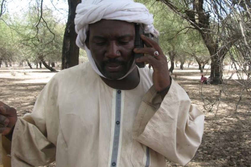 苏丹:阿勒多马长途跋涉四小时拯救牲畜