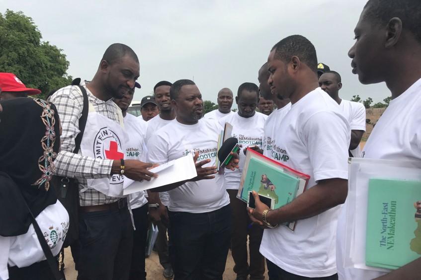 Menschen in Nigeria suchen nach innovativen Lösungen für die humanitären Bedürfnisse