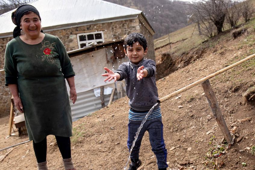 Азербайджан: жители села на границе с Арменией самостоятельно построили водопровод