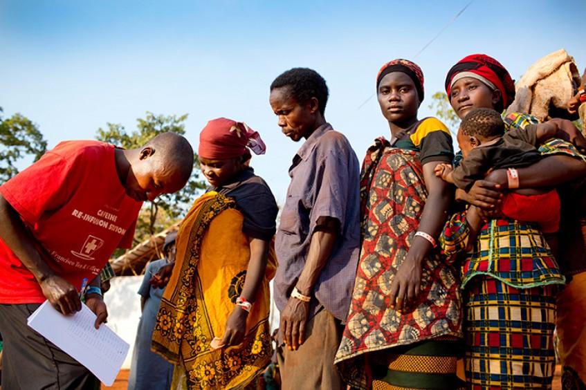 Танзания: воссоединение семьи посреди моря беженцев