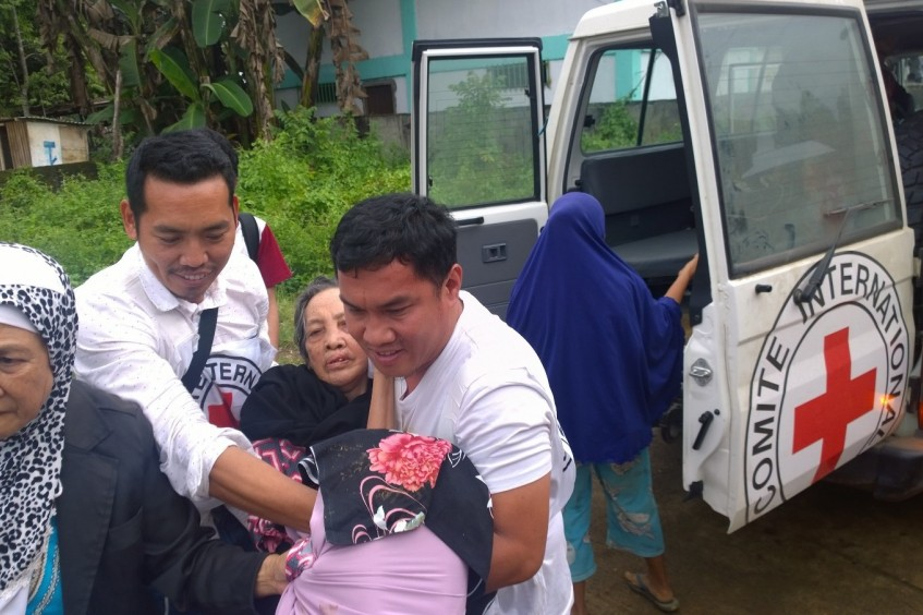 Филиппины: МККК активизирует помощь в связи с боевыми действиями в Марави