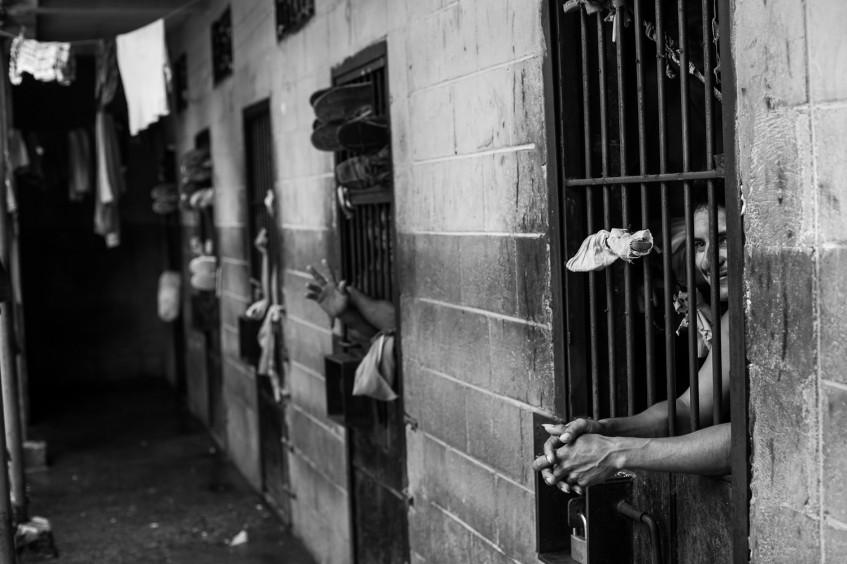 Retos de infraestructura penitenciaria en América Latina para trato digno a detenidos