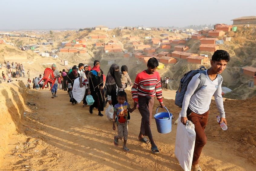 بنغلاديش .. العائلات المنتقلة إلى كوكس بازار تحصل على مساعدات