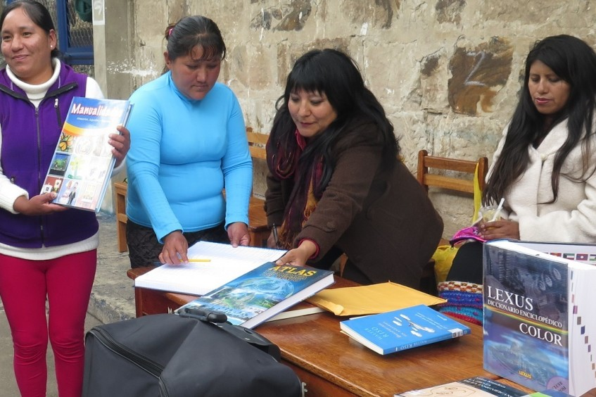 Peru: Prisons in the Peruvian Altiplano receive suitcase libraries