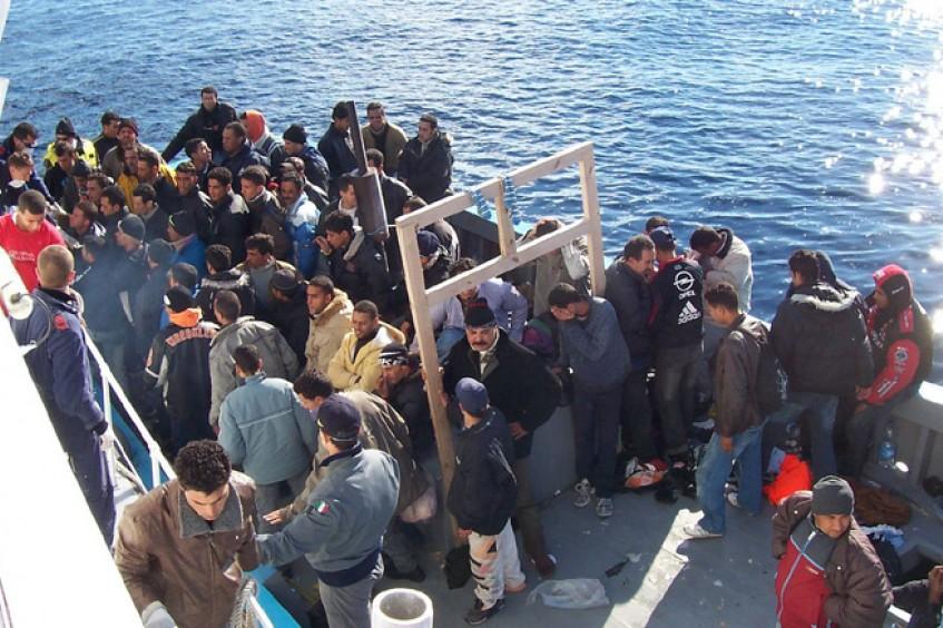 """Plataforma Mediterránea de Migraciones Cruz Roja Media Luna Roja pide que se deje de llamar """"ilegales"""" a las personas que se desplazan"""