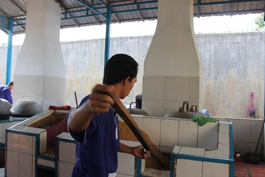 Camboya: los detenidos y el personal penitenciario colaboran para mejorar las cárceles